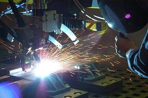 feature-4-laser-welding-a-esab_beta-laser-hybrid-weld-111805